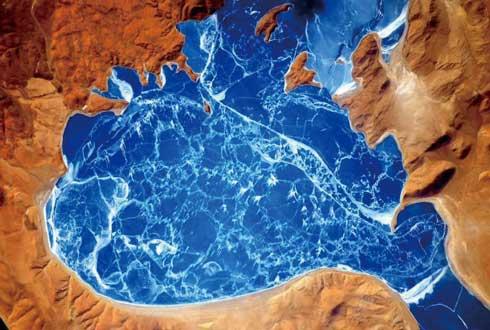 파란 보석 같은, 히말라야의 얼어붙은 호수