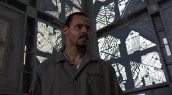 경찰인 쿠엔틴은 영화에서 가장 이해하기 힘든 성격을 가지고 있다. - 라이온스 게이트 제공