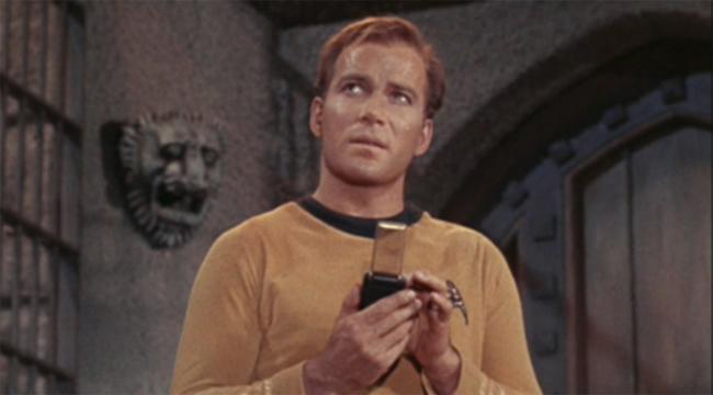 상상이 현실로! SF드라마 '스타트렉'에 등장했던 휴대용 통신기. - Star Trek 제공