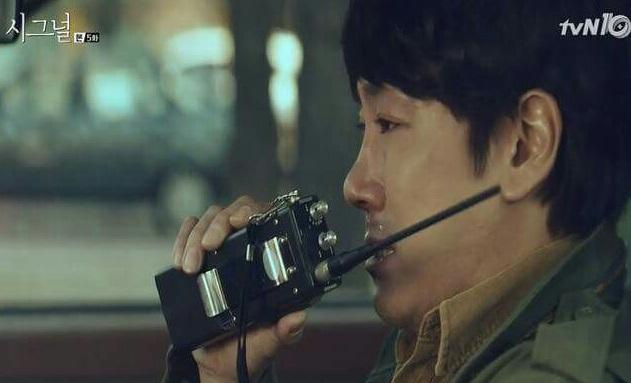 과거가 바뀌면 속시원히 전개될 줄 알았건만... '고구마'와 '사이다'를 번갈아 안겨주는 '시그널'의 흥미진진한 스토리. - tvN 제공
