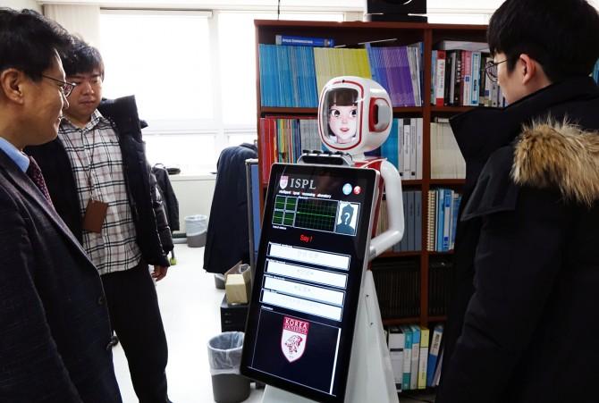 고한석 고려대 전기전자전파공학부 교수팀이 음성인식로봇
