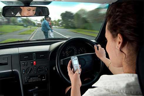 운전 중 휴대전화 사용, 사고위험 3.6배 높여