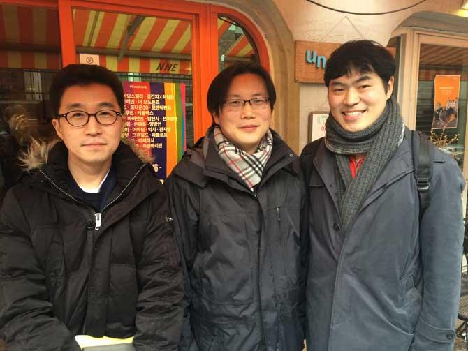 알파고를 분석하기 위해 주말을 반납하고 서울 홍대에 모인 세 명의 과학자. 왼쪽부터 김기응, 한보형, 감동근 교수. - 송준섭 기자 joon@donga.com 제공