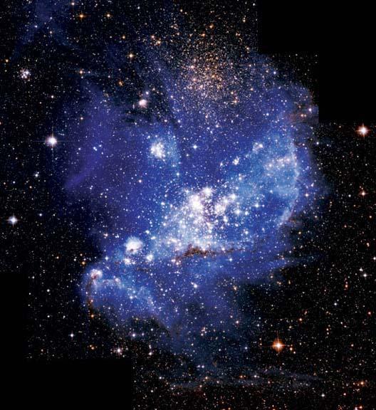 마젤란이 세계 일주 항해를 떠났던 범선과 비슷하게 생긴 NGC 346은 소마젤란은하에 있는 태아별의 보금자리다. 검고 길게 이어진 먼지 띠안에 수많은 태아별들이 숨어 있다.