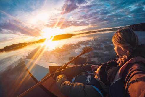 스웨덴 호수 배경, 감동의 데이트 사진