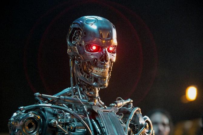 영화 '터미네이터 제네시스'의 한 장면. 이 영화에선 인공지능 컴퓨터의 명령을 받은 로봇이 인간을 공격한다.  - 롯데엔터테인먼트 제공