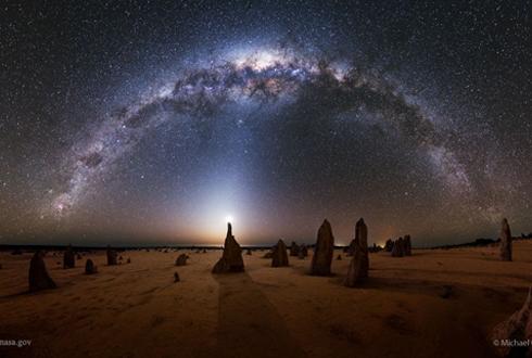 '감탄 야경' 호주 피너클스 사막과 은하수