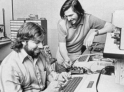 스티브 잡스(오른쪽)와 스티브 워즈니악(왼쪽)