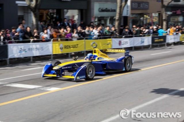 르노삼성자동차는 17일 제주 도심에서 르노 포뮬러-e 로드쇼를 개최했다. - 르노삼성, 포커스뉴스 제공