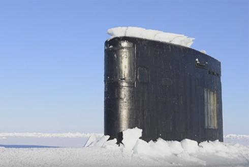 영화처럼~ 북극 얼음 깨고 올라온 핵잠수함