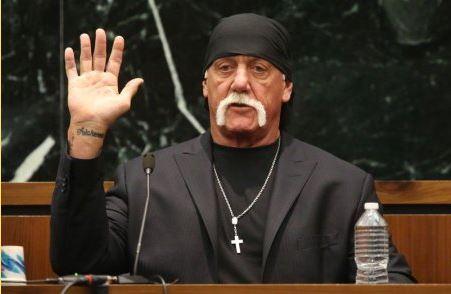 헐크 호건이 플로리다 센피터스버그 법원에서 열린 재판에서 선서하고 있다.  - Business Insider 제공