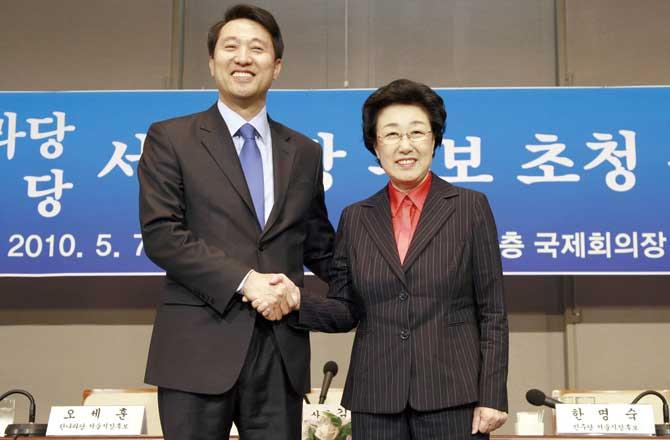 2010년 서울시장 선거에서 오세훈(왼쪽) 후보는 한명숙(오른쪽) 후보를 막판에 역전했다. - 동아일보 제공