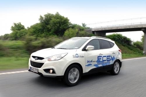 수소연료전지를 적용한 상용 차량이 출시되면서 수소연료전지에서 사용되는 촉매의 역할도 주목받고 있다. 현대자동차 제공