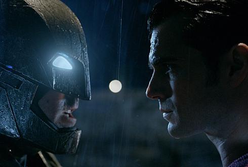 어긋난 두 정의의 충돌… 배트맨과 슈퍼맨의 싸움
