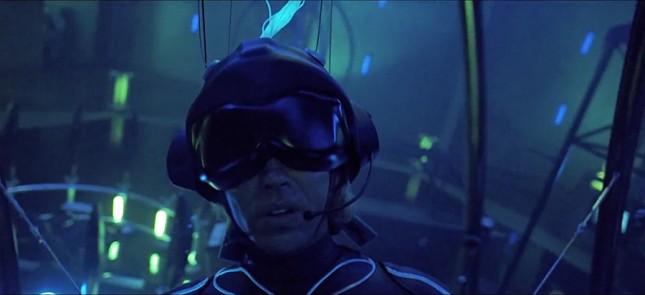 VR을 대중에게 알린 SF영화 '론머 맨 ' - 뉴 라인 시네마 제공