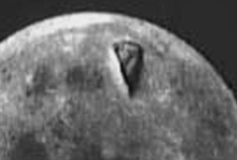 달 표면의 거대한 삼각형 물체, 아폴로 8호 사진 '논란'