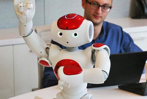 IBM 인공지능 로봇 '나오미'와 직접 대화해보니…
