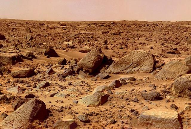 화성인(?)이 최첨단 우주선 대신, 화성 표면에 있는 이러한 암석을 타고 지구로 날아오는 게 가능할까요? - Pixabay 제공