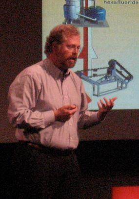 네이선 마이볼드 인텔렉추얼벤처스(IV) 창립자(최고경영자)가 대중 강연을 하고 있다. - flickr 제공