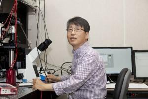 박혁규 부연구단장은 실험물리학자로서 이론물리학에도 관심을 갖고 연구해 왔다. - IBS 제공