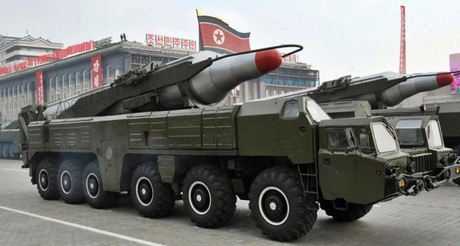 지난해 10월 노동당 창건 70주년 행사에 등장한 북한 무수단 미사일의 모습 - 동아일보 자료사진 제공