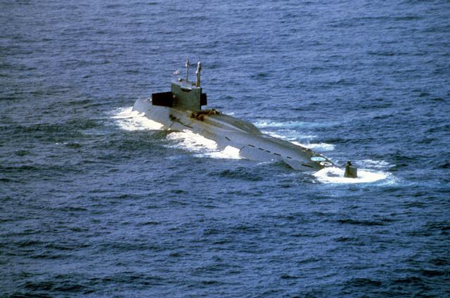 러시아의 '양키급' 잠수함의 모습. R-27 핵미사일 16발을 실을 수 있다. 한 발에 3개의 200kt급 핵탄두가 3개씩 실려 있으므로 모두 48발의 핵탄두를 탑재가 가능하다. - 위키피디아 제공