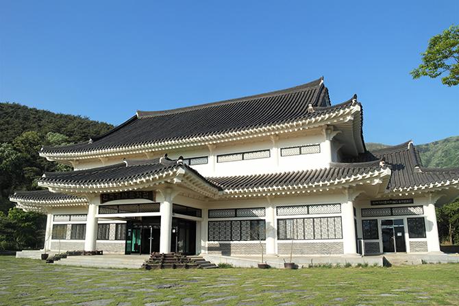 1995년부터 건립을 추진해 2000년 10월 완공한 한국가사문학관. - 고기은 제공