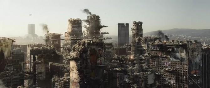 영화 엘리시움 속에 등장하는 극도로 황폐화된 미래의 LA 모습 - 소니픽쳐스 릴리징 월트디즈니 스튜디오스 코리아(주) 제공