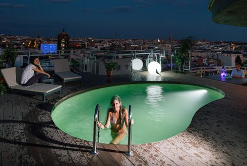 스페인, 옥상에 풀이 있는 하늘의 별장