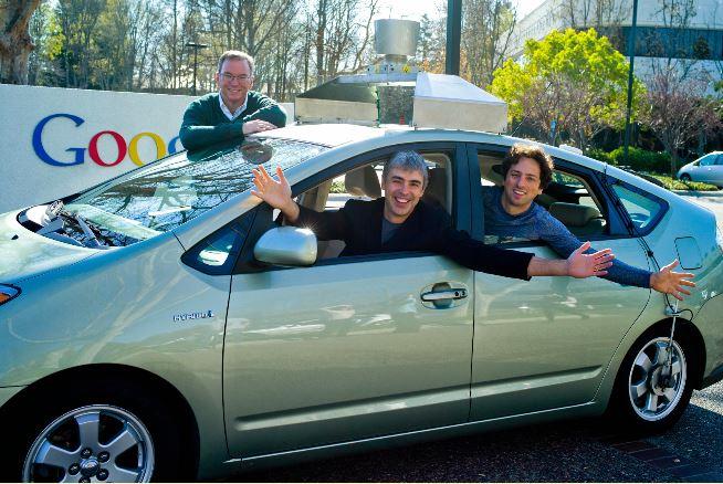 에릭 슈미트 구글 회장과 구글 창업자 래리 페이지, 세르게이 브린(왼쪽부터)이 구글이 개발 중인 자율주행차량에 탄 모습 - 구글 제공