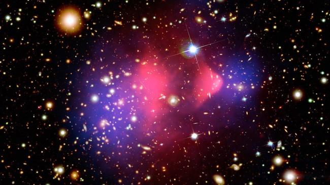 우주에서 우리가 볼 수 있고 확인할 수 있는 물질은 전체 우주를 구성하는 물질 중 약 4.4%에 불과하다. 27%가 암흑물질이며, 나머지 68.6%는 암흑에너지로 채워져 있다. 사진은