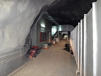 강원도 양수 발전소에 위치한 지하실험 연구단의 KIMS 검출기는 윔프를 포착한다. 실험실은 지하 700m에 위치해 있어 터널을 통해 접근할 수 있다. - IBS 제공