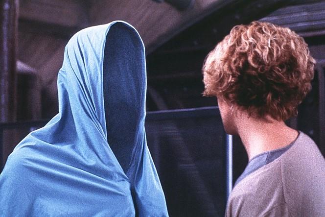 투명인간을 소재로 다룬 영화 '할로우맨'의 장면. - 콜럼비아 트라이스타 제공
