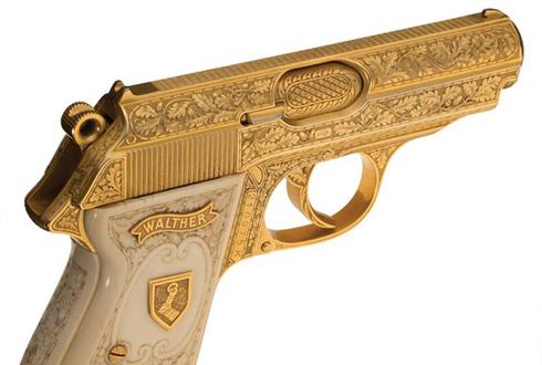 히틀러 오른팔의 황금 권총 '경매'
