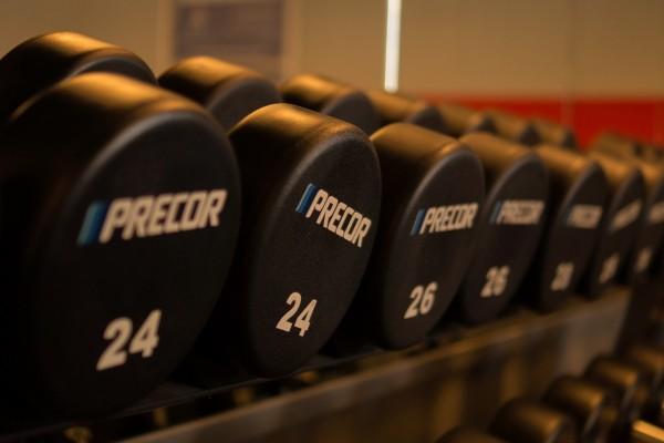 꾸준한 근육 운동은 중년 이후에도 남성 호르몬 분비를 촉진합니다.  - pixabay 제공