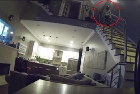 잠자는 집주인 구경하는 도둑, 섬뜩