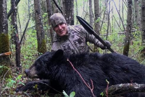 창을 던져 곰을 사냥해, 논란