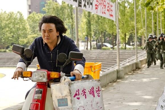 영화 '강철대오: 구국의 철가방'의 한 장면 - 롯데엔터테인먼트 제공