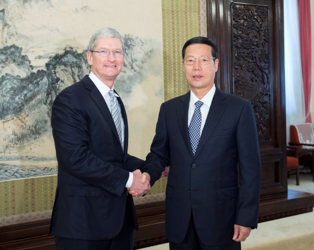 팀 쿡 애플 CEO는 중국을 방문, 장가오리 부총리와 만나 R&D 센터 설립 등을 약속했다 - 상하이 데일리 제공