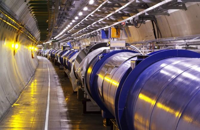 유럽입자물리연구소(CERN)의 대형강입자충돌기(LHC). 2009년부터 가동되기 시작한 LHC는 2035년까지 운영될 예정이다. - CERN 제공