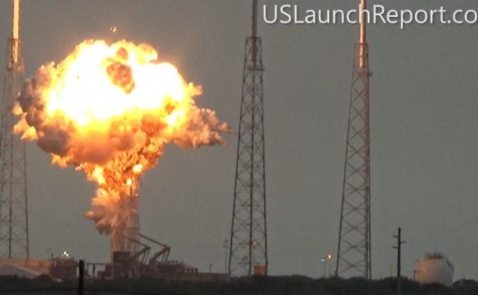 스페이스X의 팔콘9이 연료 주입 과정에서 폭발하는 장면