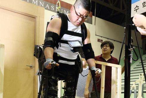 [르포] 재활로봇 올림픽 '사이배슬론' 공개훈련 가보니