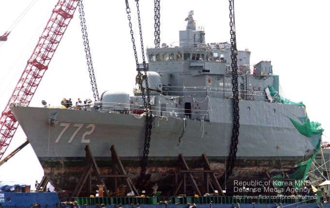 2014년4월24일 천안함 함수 인양 작업 - 국방부 2010년 국방화보(flikr) 제공