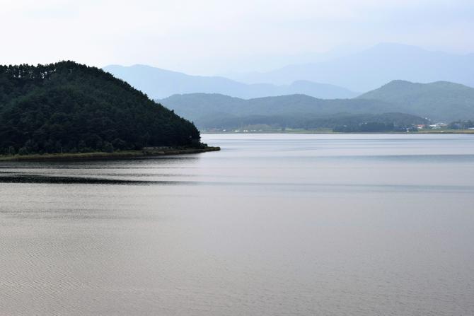화진포호는 유역면적 약 20.07㎢, 수변길이 약 16km로 동해안 석호 중 가장 크다. - 고종환 제공