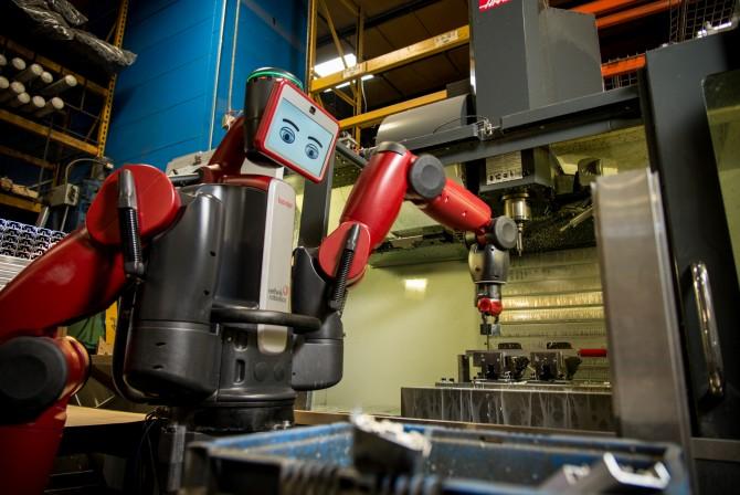 오늘 해야 할 작업을 준비 중인 백스터. 표정을 보면 백스터가 지금 무엇을 하고 있는지, 상태는 어떤지 알 수 있다. 조금 지루해 보이지만, 사실은 진지하게 일을 시작하려는 표정이다. - Rethink Robotics 제공