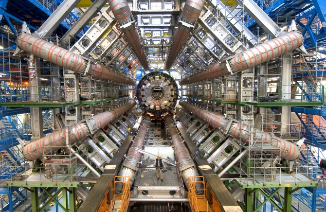 CERN의 거대강입자가속기(LHC) - CERN 제공