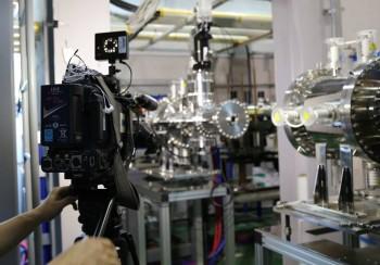 중이온 가속기에 사용할 중이온 생성장치(ECR). - IBS 제공