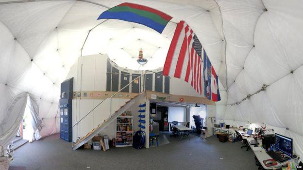 화성 생존실험은 화성과 유사한 외부 환경과 약 110제곱미터 규모의 돔안에 설치된 공간에서 이루어졌다