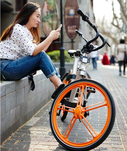 현재 상해 시내 곳곳에서는 이미 이와 같은 주황색 바퀴의 mobike를 타고 다니는 사람을 쉽게 발견할 수 있다.