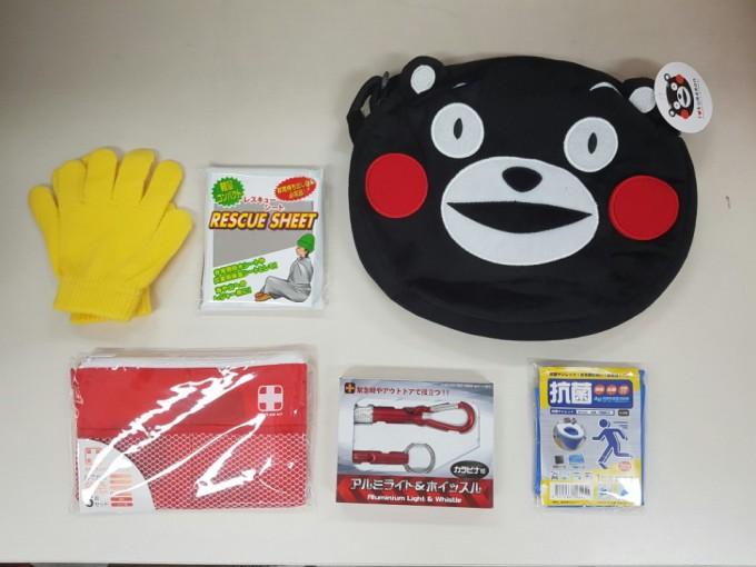 일본에서 직구한 어린이 지진 가방세트의 구성품과 가방의 모습 - 오가희 제공